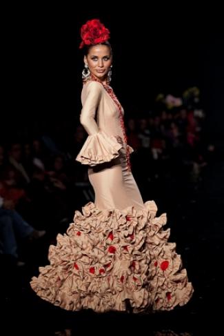 monica roson con traje de luchi cabrera simof 2009