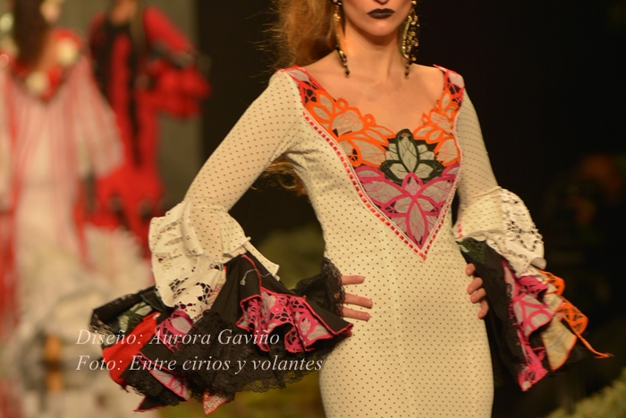 traje de flamenca aurora gaviño foto entre cirios y volantes simof