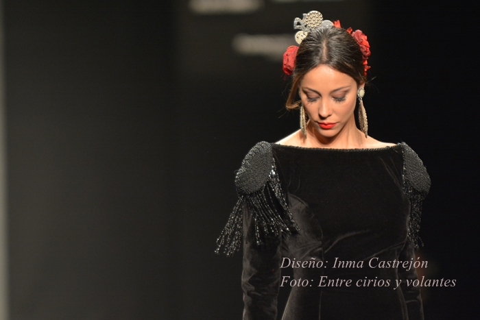 traje de flamenca inma castrejon foto entre cirios y volantes simof